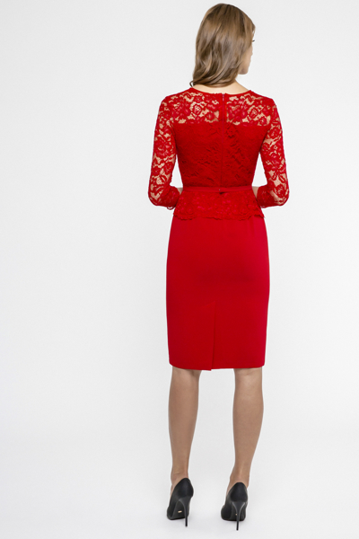 Czerwona sukienka z koronką