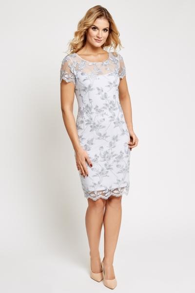 Elegancka koronkowa sukienka w kolorze jasnoszarym