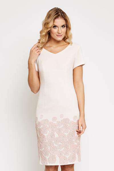 Pudrowa sukienka z różanym wzorem