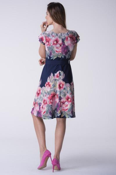 Sukienka w kwiaty z paskiem